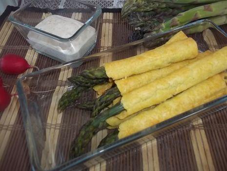 Przepis: Szparagowe paluszki z dipem