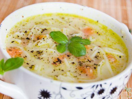 Przepis: Zupa kalafiorowo-sojowa z marchewką