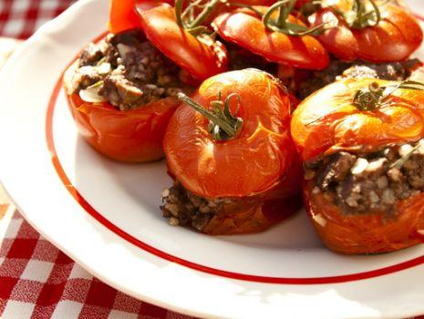Przepis: Przepis na zapiekane pomidory faszerowane kaszanką