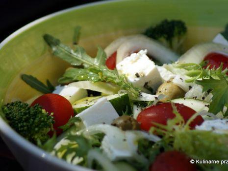 Przepis: Mix sałat z pomidorkami i fetą