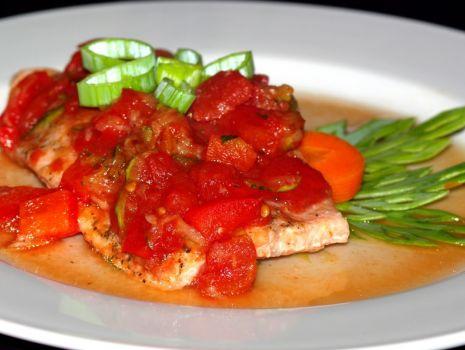 Przepis: Pstrąg łososiowy w pomidorach