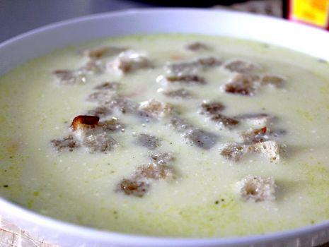 Przepis: Zupa serowa z grzankami