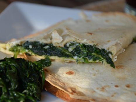 Przepis: Tortille ze szpinakiem