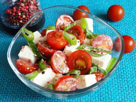 Przepis: Sałatka z pomidorków i fety