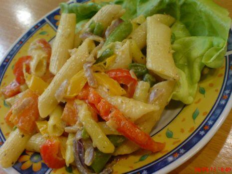 Przepis: Makaron rurki z warzywami z patelni