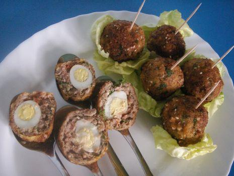 Przepis: Wielkanocne mini kotleciki z jajeczkami przepiórczymi dla dzieci