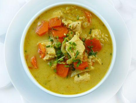 Przepis: Zupa tajska z kurczakiem i mlekiem kokosowym
