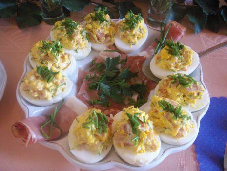 Przepis: jajka faszerowane szynką szwardzwaldzką i warzywami