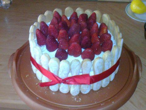 Przepis: Tort truskawkowy