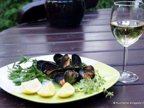 Przepis: Małże w białym winie