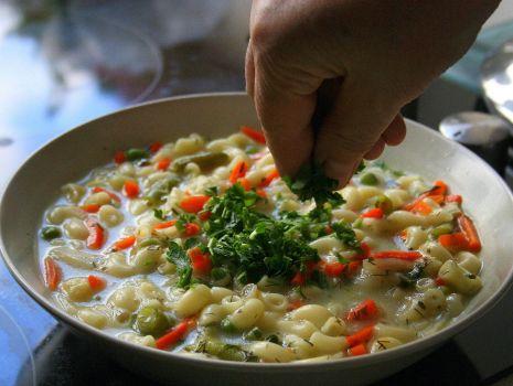 Przepis: Zupa warzywna z makaronem
