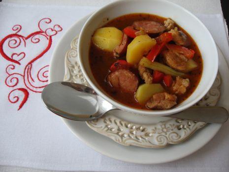 Przepis: Walentynkowa zupa gulaszowa