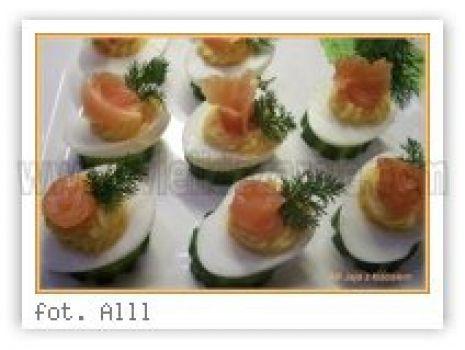 Przepis: Jajka z lososiem