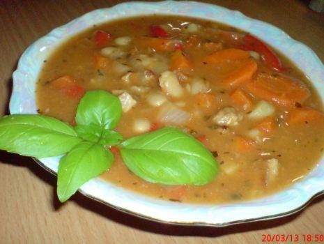 Przepis: Zupa fasolowa z papryką