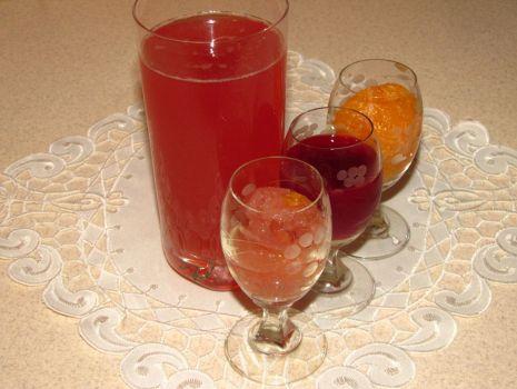 Przepis: Kompot jabłkowo-mandarynkowy z sokiem malinowym