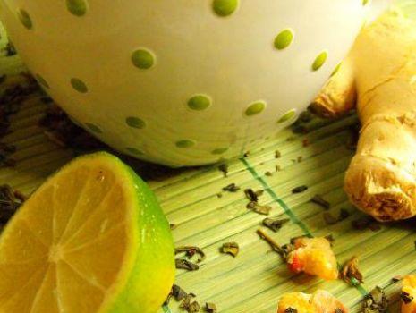 Przepis: Wczesnowiosenna herbata z limonką, ananasem i imbirem