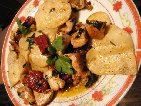 Przepis: Makaron od serca, z kurczakiem i suszonymi pomidorami