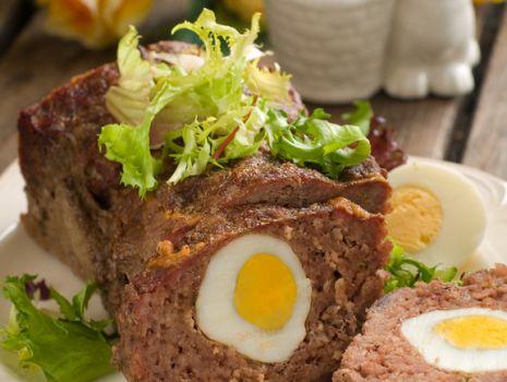 Przepis: Pieczeń rzymska z jajkiem
