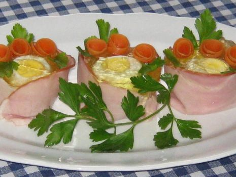 Przepis: Jajka w szynkowych kubeczkach