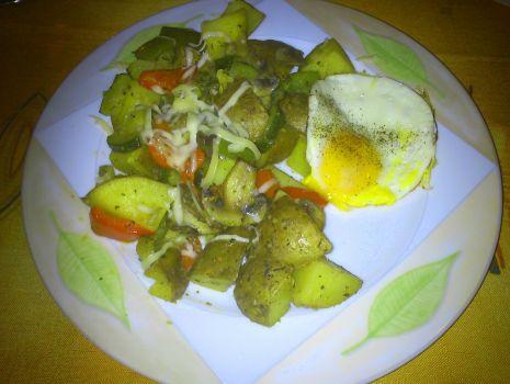 Przepis: Aromatyczne ziemniaki pieczone z warzywami