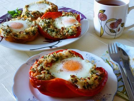 Przepis: Papryka zapiekana z nadzieniem pieczarkowo - ryżowym i jajkiem
