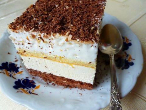 Przepis: Ciasto ajerkoniakowe z bitą śmietaną kawą i czekoladą