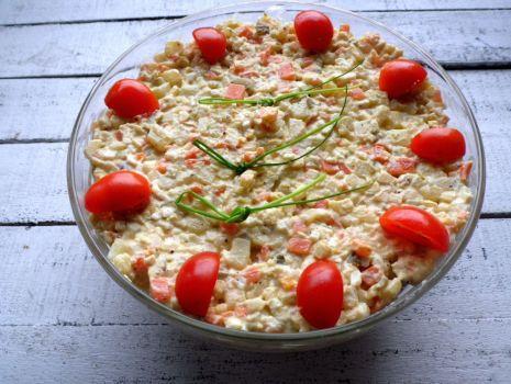 Przepis: Klasyczna sałatka jarzynowa z majonezem