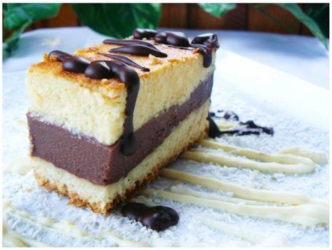"""Przepis: """" Delikatne ciasto waniliowe z budyniem czekoladowym """""""