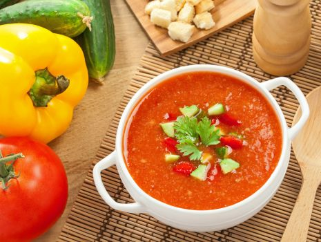 Przepis: Pyszna pomidorówka z serkiem topionym