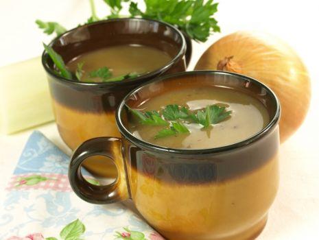 Przepis: zupa cebulowa z makaronem ryżowym