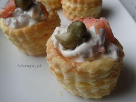 Przepis: vol-au-vent z serem ricotta i łososiem