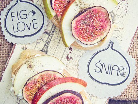 Przepis: Kanapki z figą, gruszką i serkiem naturalnym