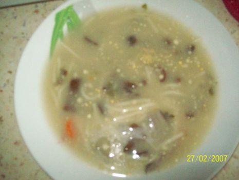 Przepis: Zupa z pniówek z makaronem