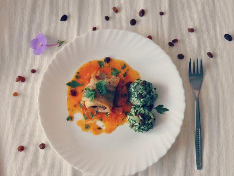 Przepis: Panga w sosie pomidorowo-marchewkowym ze szpiankiem.