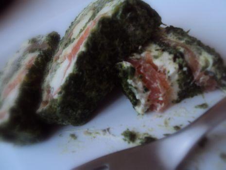 Przepis: Wędzony łosoś i gorgonzola    http://gazdzinkawarzy.blogspot.com/