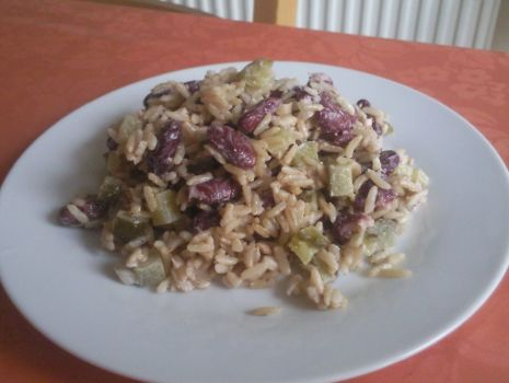 Przepis: Sałatka z ryżem i tuńczykiem