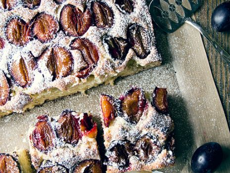 Przepis: Ciasto ucierane ze śliwkami i cynamonem