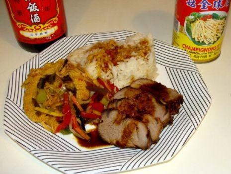 Przepis: Polędwiczka wieprzowa po chińsku z grzybami Enoki