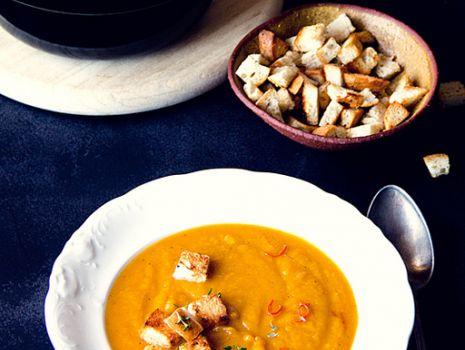 Przepis: Pikantna zupa z pieczonej dyni