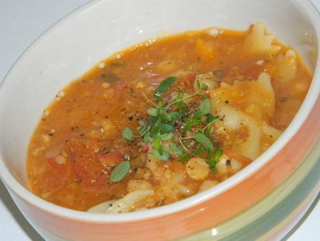 Przepis: Włoska zupa z ciecierzycy z makaronem