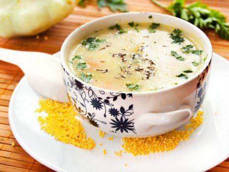 Przepis: Zupa z patisonów i cukinii z kaszą jaglaną