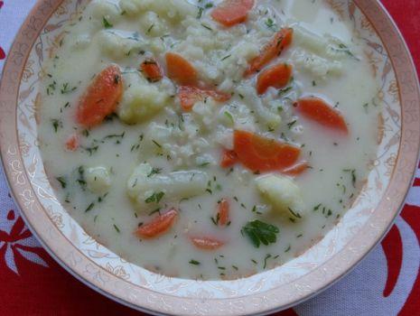 Przepis: Letnia zupa kalafiorowa z ryżem jaśminowym
