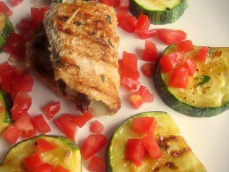 Przepis: Schab z suszonymi pomidorami i serem mozzarella