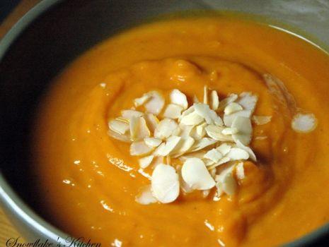 Przepis: Rozgrzewająca zupa z pieczonej dyni