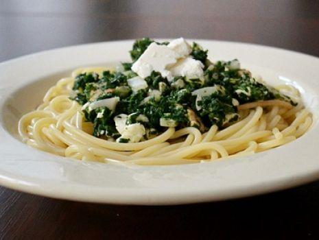 Przepis: Spaghetti ze szpinakiem i łososiem