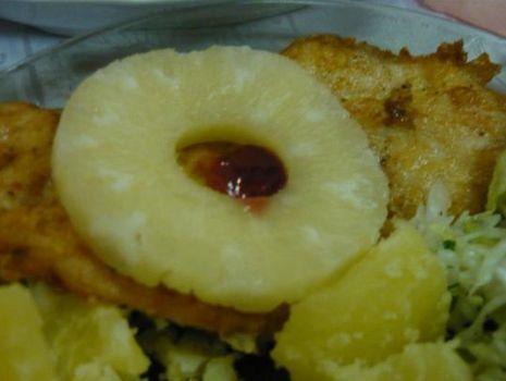 Przepis: Schab z ananasem i żurawiną