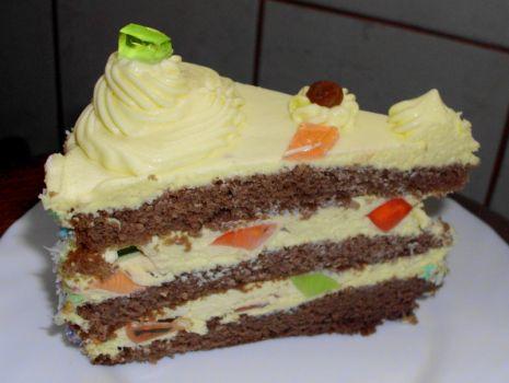 Przepis: Tort z masą ajerkoniakową i galaretką