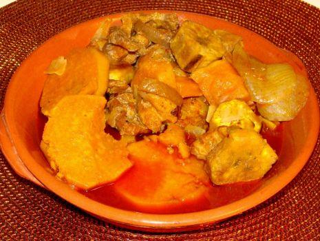 Przepis: Marynowany boczek pieczony z batatami i plantanami
