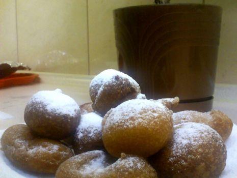 Przepis: Mini pączki z cukrem pudrem