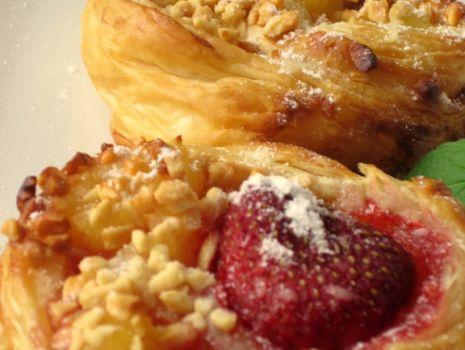 Przepis: Gniazdka z ciasta francuskiego